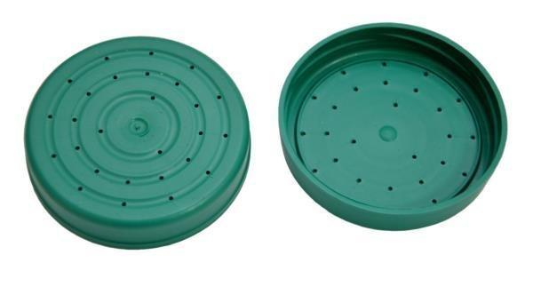 Крышка пластмассовая с дырками для подкормки пчёл