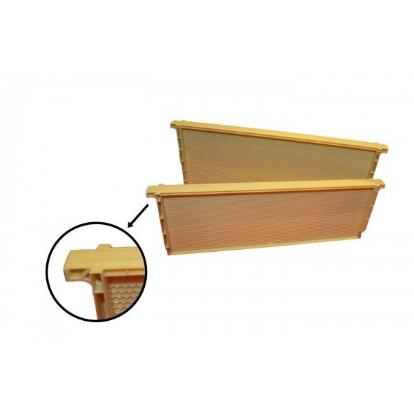 Рамка с вощиной пластиковая 1/2, 435х162 мм.